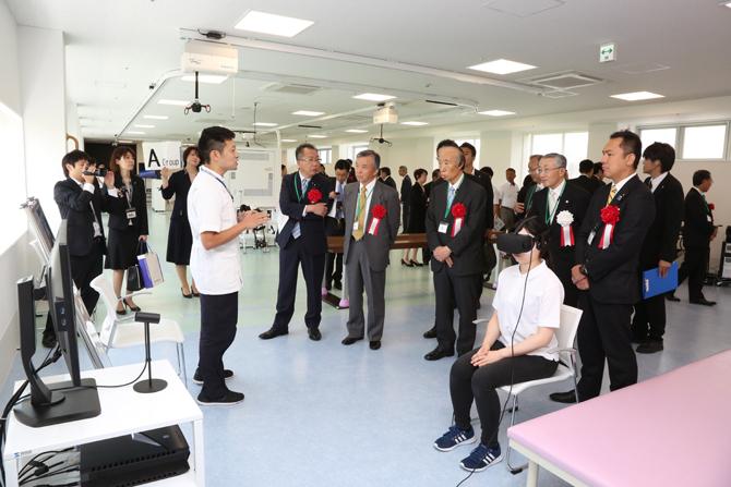 吉岡准教授が開発したデバイスを藤田保健衛生大学七栗記念病院にてリハビリに活用